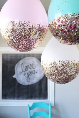 Palloncini glitterati, da sisterssuitcaseblog.com