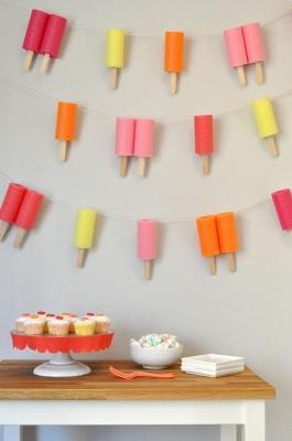 Festoni a forma di ghiaccioli per feste estive, da ohhappyday.com