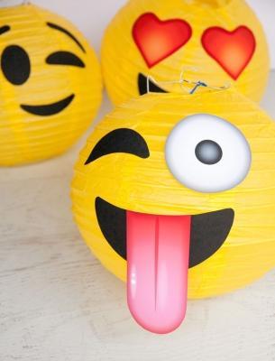 Lanterne emoji, da frogprincepaperie.com