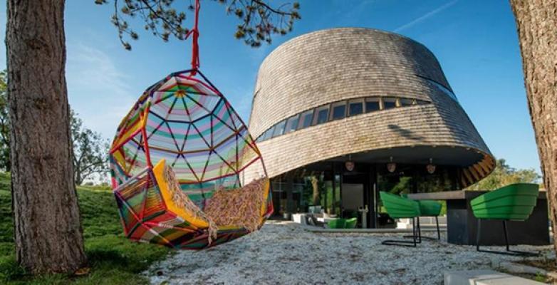 Design living esterno con Moroso Tropicalia Cacoon Swing