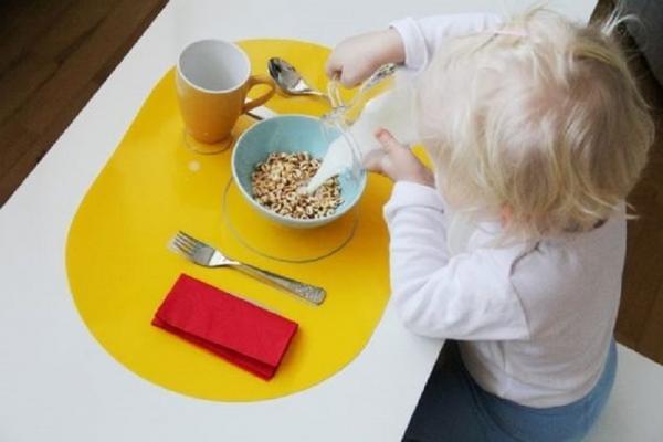 Autonomia del bambino a tavola, da Elternvommars.com