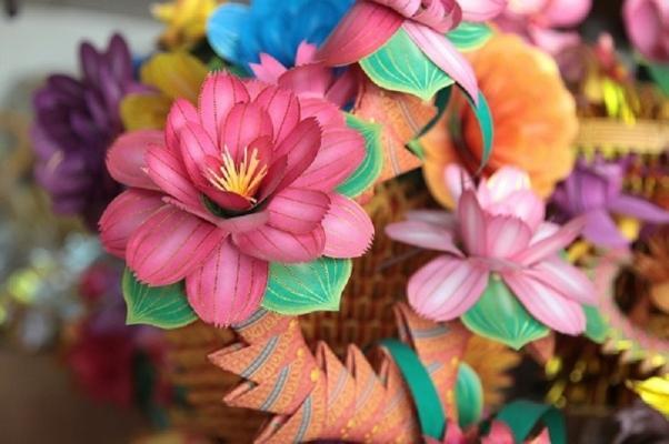 La moda dei fiori di carta arriva da molto lontano