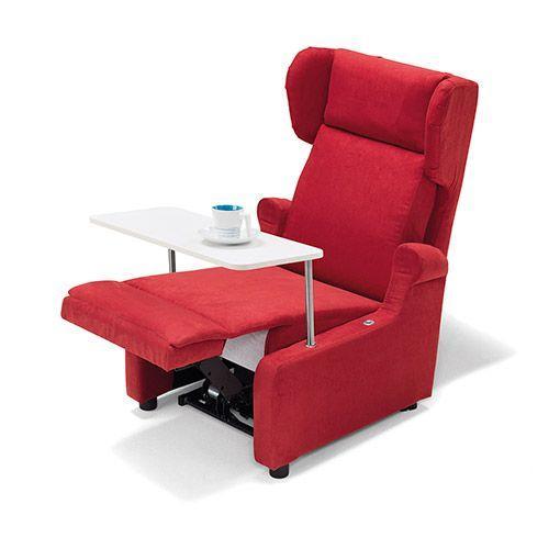 Poltrona relax di Zucchetti con tavolino accessorio
