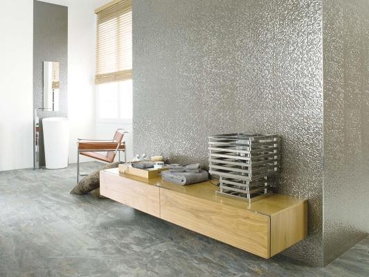 Pareti rivestite effetto metallo Cubica Silver Venis Porcelanosa