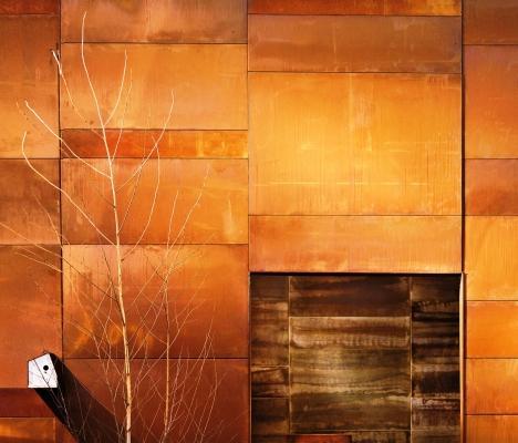 Parete rivestita effetto metallo ossidato: De Castelli Scomposta