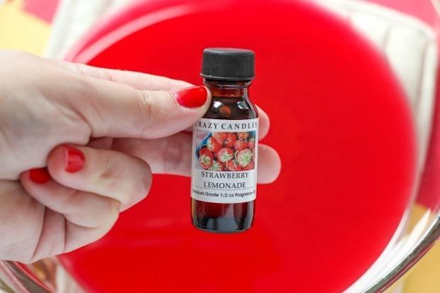 Candele profumate alla fragola, da purelykatie.com
