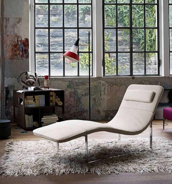 La chaise longue Landscape di B&B Italia impreziosisce ogni angolo lettura