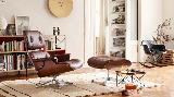 L'iconica poltrona da lettura Eames Lounge Chair di Vitra