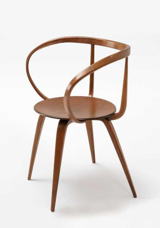 Tra le sedie da lettura troviamo la Pretzel Chair (foto di georgenelsonfoundation.org)