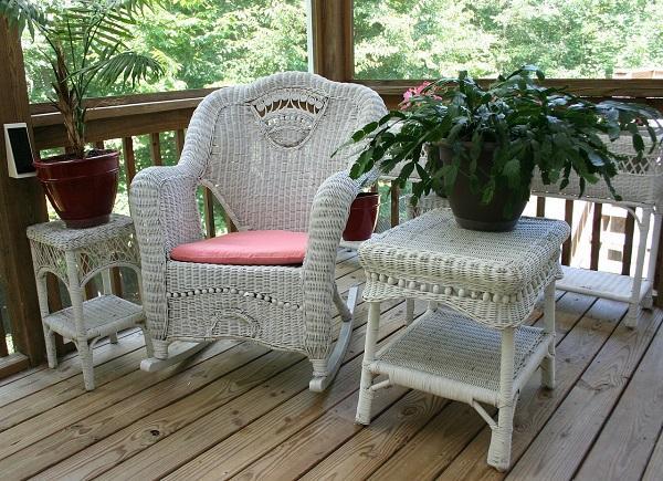 Sedia a dondolo per angolo lettura outdoor da vivere tutto l'anno
