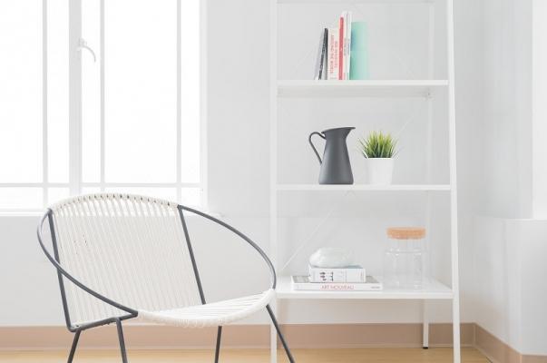 Librerie salvaspazio per un angolo lettura funzionale