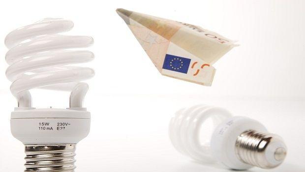 Luce e aumento della bolletta: ecco come contenere i consumi