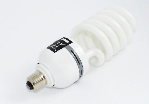 Preferire le lampadine a basso consumo come quelle a fluorescenza