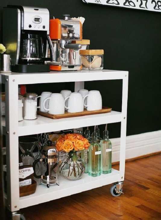Un pratico carrello portatile nel nostro angolo caffè, da popsugar.com