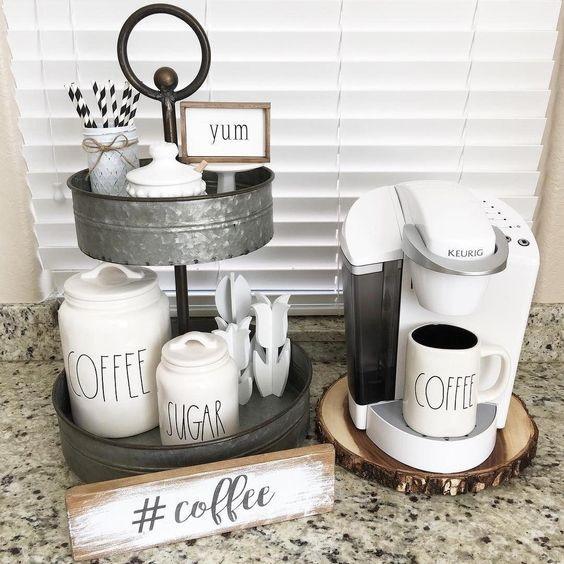 Angolo caffè sul top della cucina, da designer-home-decorationpro.com