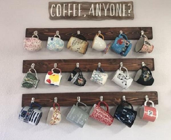 Porta tazze fai da te per tazzine in ordine, da livingmarch.com