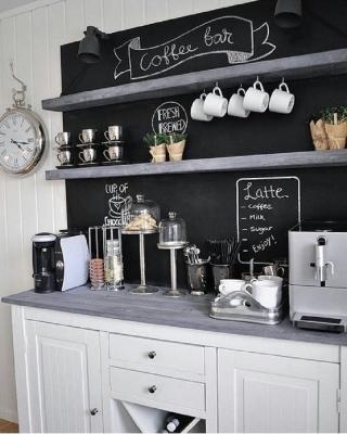 Pittura lavagna per un angolo caffè personalizzabile, da glamorhouz.com