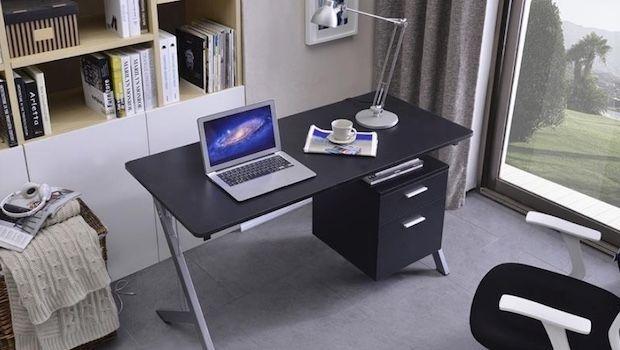 Tanti modelli di scrivania porta pc per un angolo lavoro in casa