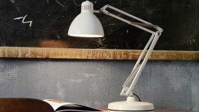 Lampade da scrivania: guida alla scelta