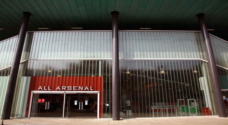 Facciata di uno stadio in U-glass, by Com s.r.l.
