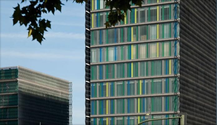 Grattacielo residenziale con facciata di U-Glass, by Com s.r.l.