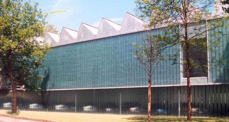 Grande facciata in U-Glass by Com s.r.l.