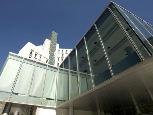Edificio con facciata a cellule poliedra-sky fast 80 di metra