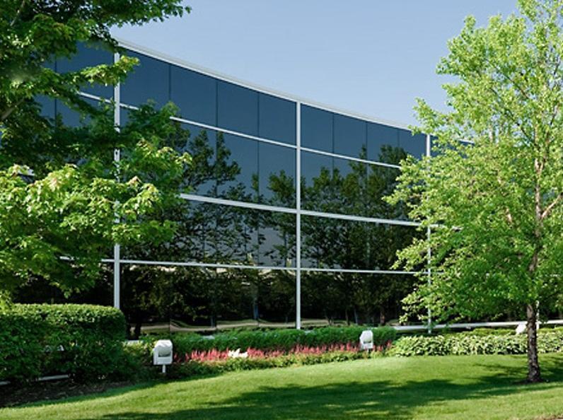 Edificio con facciata continua strutturale poliedra-sky 60 cv di metra