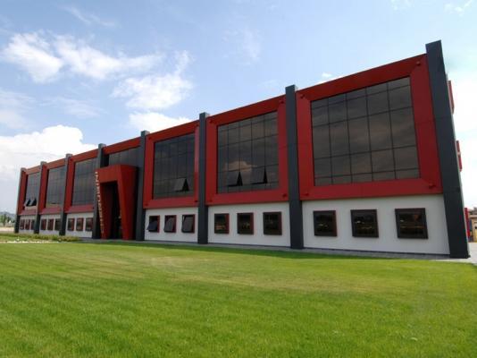 Edificio con facciata semistrutturale poliedra-sky 50 cv di metra