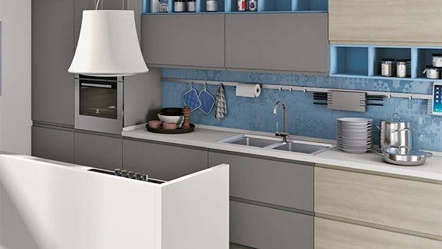 In cucina: come rivestire la parete tra base e pensili