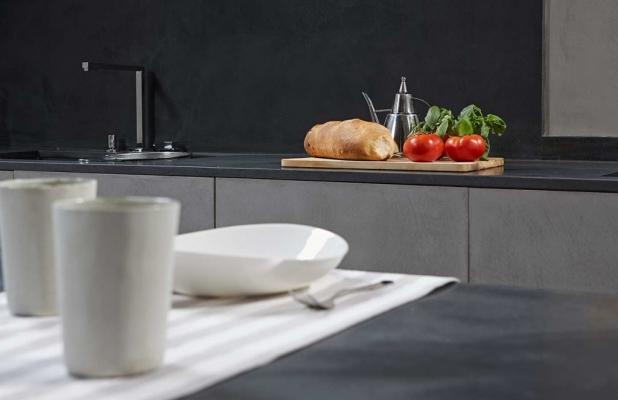 Microtopping per rivestire la cucina, collezione black beige grey