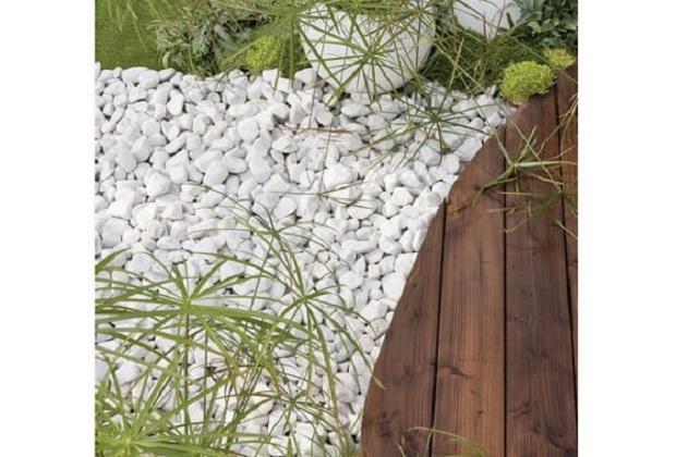 Fioriere con sassi bianchi decorare il giardino con i for Ciottoli bianchi da giardino prezzi