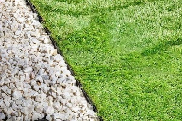 Giardini Moderni Con Sassi : Sassi da giardino decorare l esterno con ciottoli e graniglia