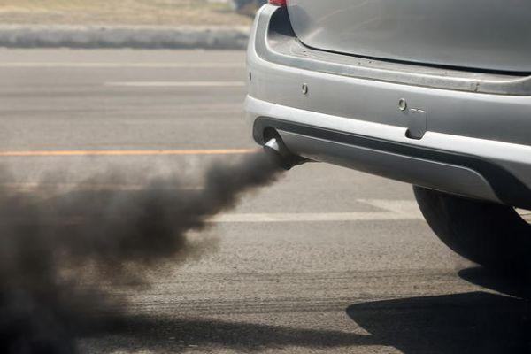 Gas di scarico auto
