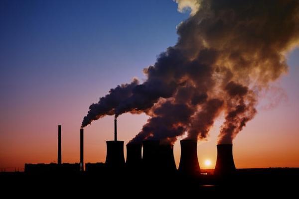 Gli scarichi industriali causano smog