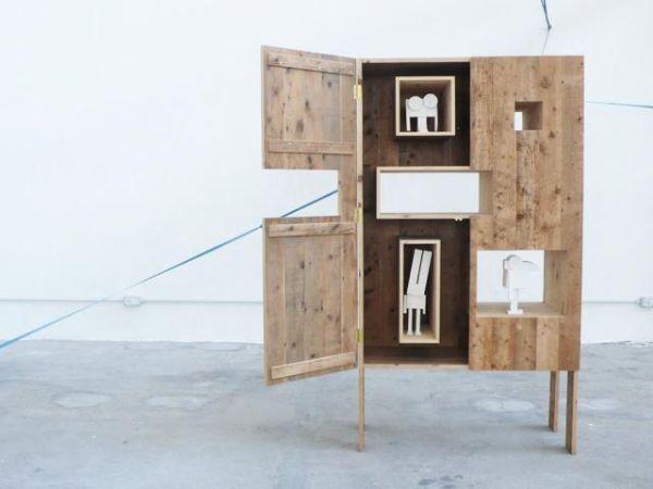 Mobile con assi in legno di vecchio parquet di Studio Mamo