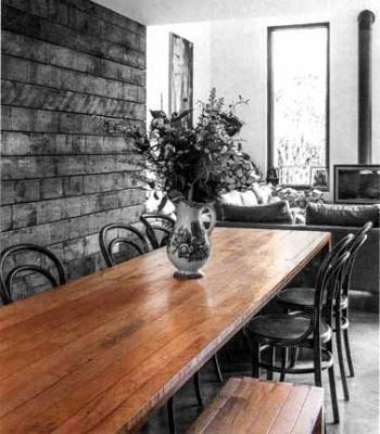 Tavolo da pranzo con assi parquet recuperate di Rocker Lane