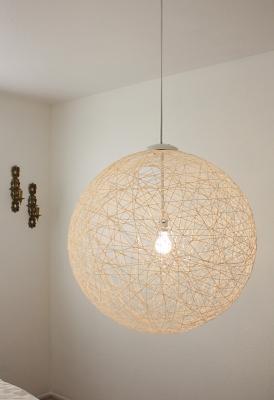 Lampadario sferico con un gomitolo di lana, da blog.madebygirl.com