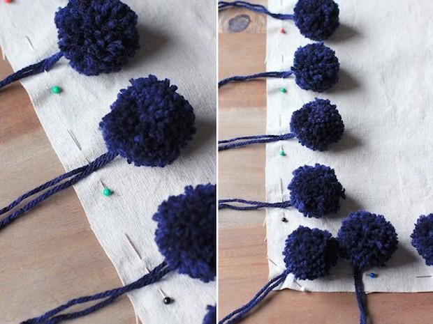 Cuscini decorati con pon pon: tutorial, da honestlywtf.com