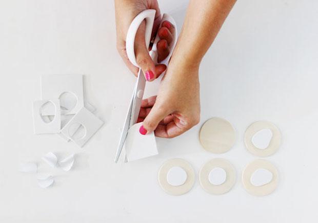 Cuscini dipinti a mano, timbri, da blog.etsy.com