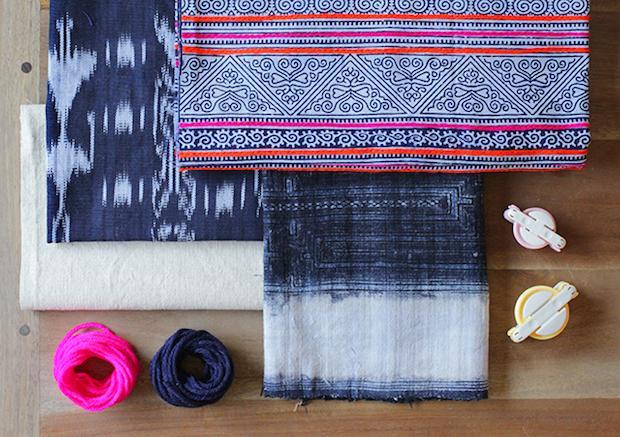 Materiale per realizzare cuscini con pon pon, da honestlywtf.com