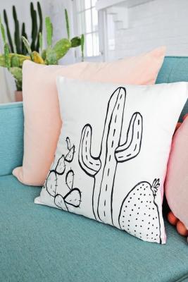 Dipingere dei cactus sulle federe dei cuscini, da bloglovin.com