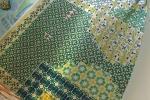 Pavimento in stile Mix & Match con piastrelle tradizionali di Cottovietri