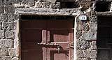 Antico portone con architrave in legno