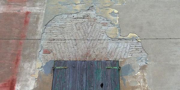 Piattabanda in mattoni con sezione maggiore in mezzeria
