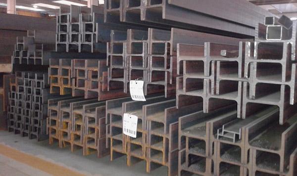 Profili in acciaio tipo HE, ottimi per gli architravi in murature non portanti