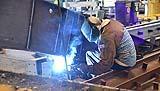 Saldatura di un elemento strutturale di acciaio