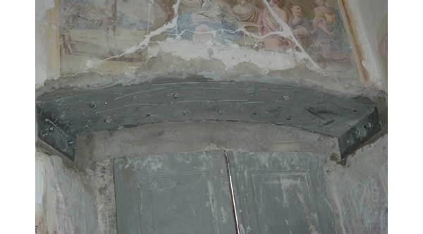 Consolidamento di architrave con lastra metallica all'intradosso; by DZ Servizi Restauro