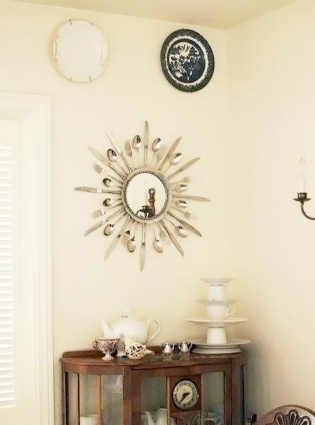 Cornice per lo specchio con vecchie posate, da flamingotoes.com