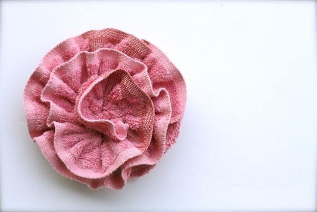Spugna con vecchio asciugamano: risultato, da rufflesandstuff.com
